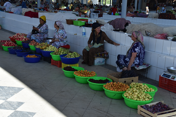 Women selling fruit at the Bukhara bazaar in Uzbekistan. Many of the varieties of fruits cultivated in the region today, are likely similar to the fruits that were cultivated on the medieval Silk Road.