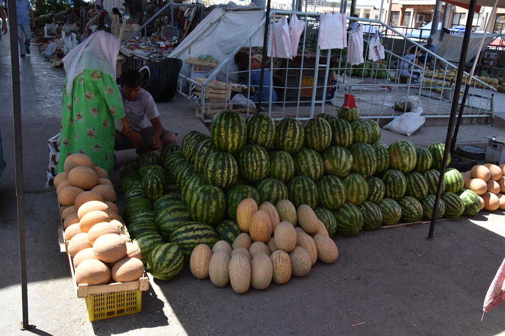 Melon venders at the Samarkand bazaar, there are hundreds of landrace varieties of melons still maintained in Central Asia and farmers tend to have considerable pride in their local cultivars. Some of these varieties may date back at least a Millennium to occupation at Tashbulak.