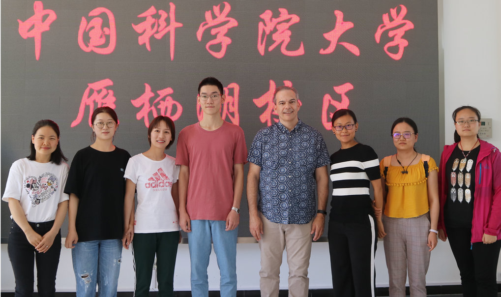 "Professor Michael Petraglia is a new affiliate of the Chinese Academy of Sciences.  As one of his first teaching assignments he gave a week-long course to one hundred Ph.D. and Master's level students entitled: ""Human Evolution and Climate Change""."
