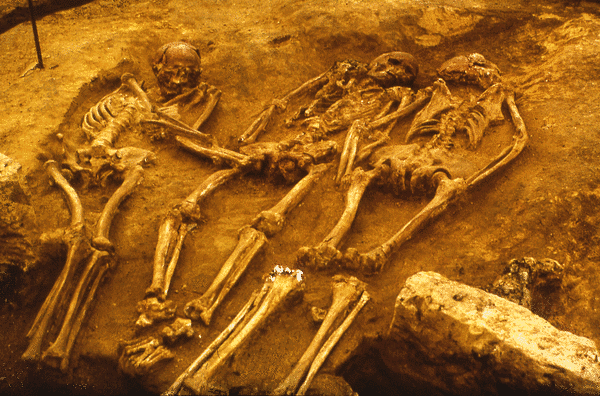 Upper Paleolithic triple burial of Dolní Věstonice (Czech Republic) dated to around 31,000 years before present.