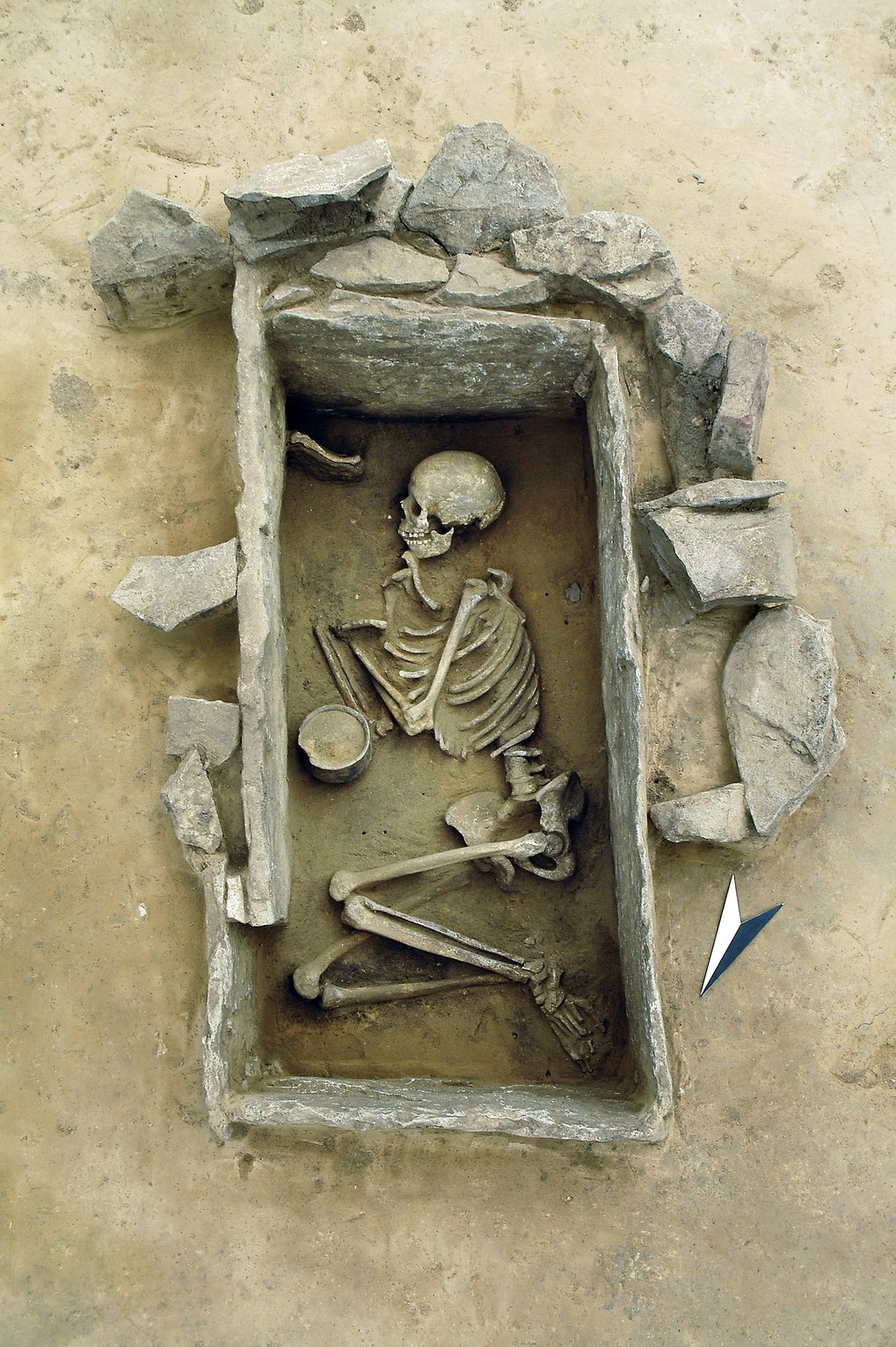 Burial of a young woman inside a carefully built stone cist, Rothenschirmbach, distict Mansfeld-Südharz, Saxony-Anhalt
