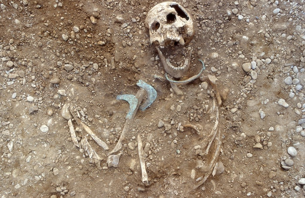 Burial of a woman whose origin was not local in the Lechtal.