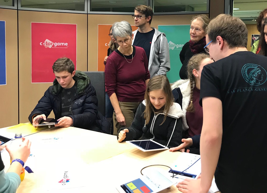 <em>An early demonstration of the Color Game smartphone app, during one of the institute's outreach events in Jena.</em>