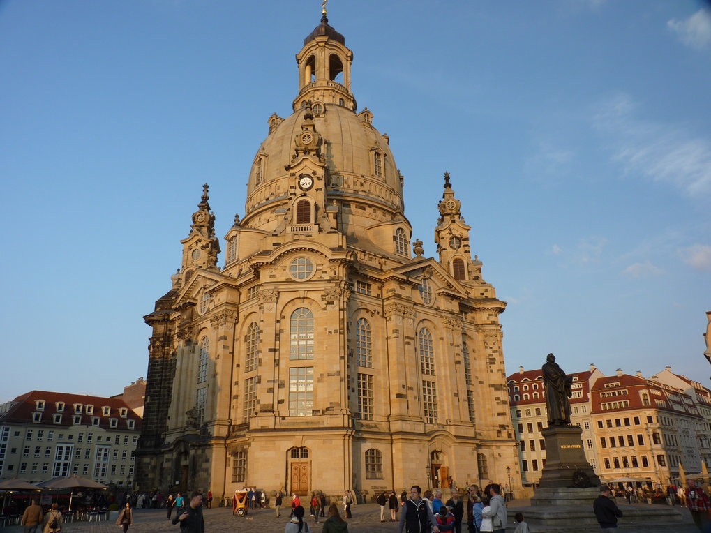 The Dresdner Frauenkirche is world famous, but no image of its architect George Bähr has survived to today. The analysis of DNA from the remains of his skeleton suggests that he had the appearance of a typical Central European.
