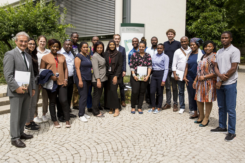 Director Johannes Krause hosted a group of diplomats from Africa, who are participating in the 12th Executive Seminar by the German federal Foreign Office. The course is targeted towards young diplomats from sub-Saharan countries. It is designed to transcend political boundaries and strengthen their awareness of opportunities in a regional and multilateral context.